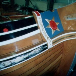 2001-2002 Friso foto 1 De oude kop die ook wel botterkop werd genoemd. Let op het smalle gelakte gedeelte tussen het berghout en de sierlijsten