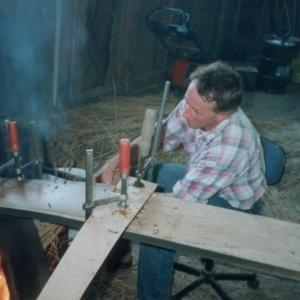 2001-2002 Friso foto 3 Het bioeisel wordt traditioneel in de juiste ronding gebracht-Henry van de Wal